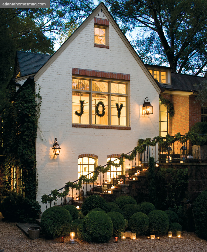 Parkdale Ave.: A Whimsical Christmas Cottage