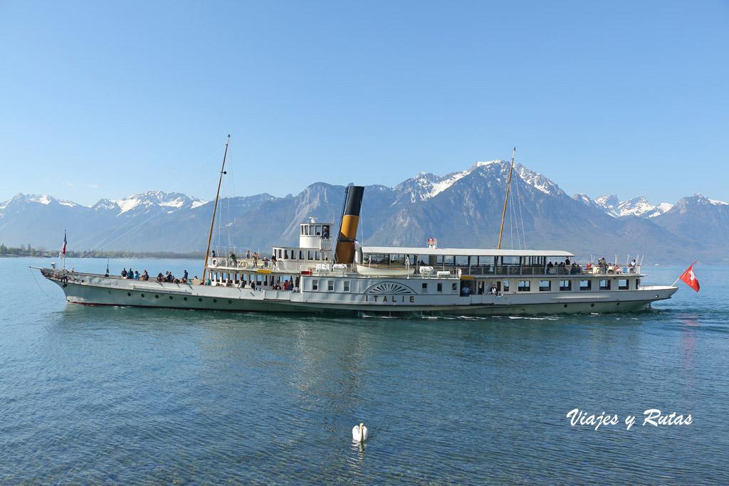Barco en el lago Léman de Suiza