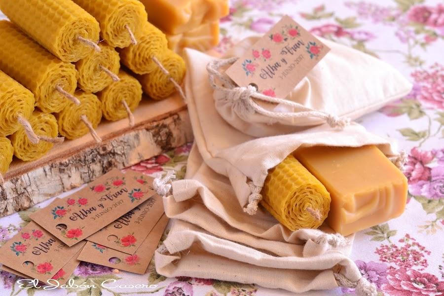 Detalles artesanales para bodas bolsitas con velas y jabones de miel