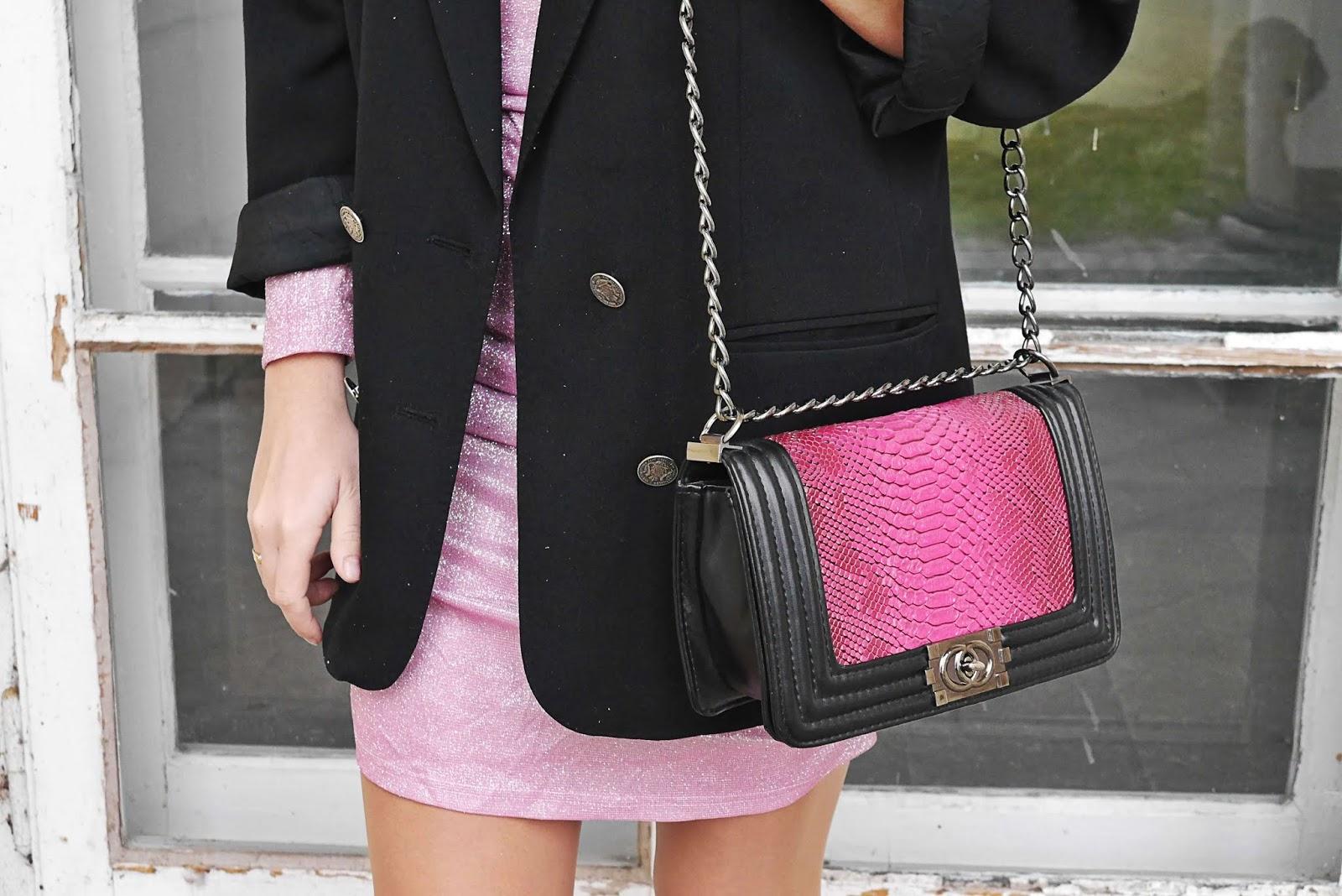 blog modowy blogerka modowa męska marynarka oversize karyn puławy stylizacja wiosenna różowa sukienka femme luxe białe platformy kolczyki z perełkami opaska czarana torebka ala chanel