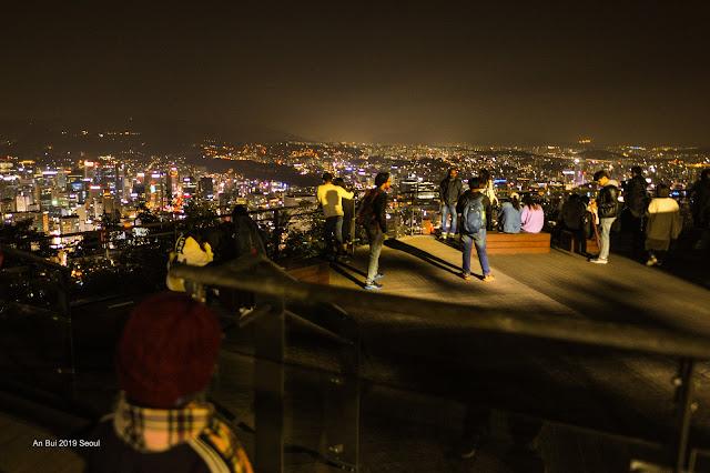 Ngắm Seoul về đêm từ Tháp truyền hình Namsan