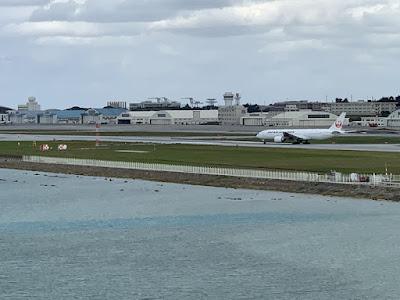 那覇空港の滑走路が近い