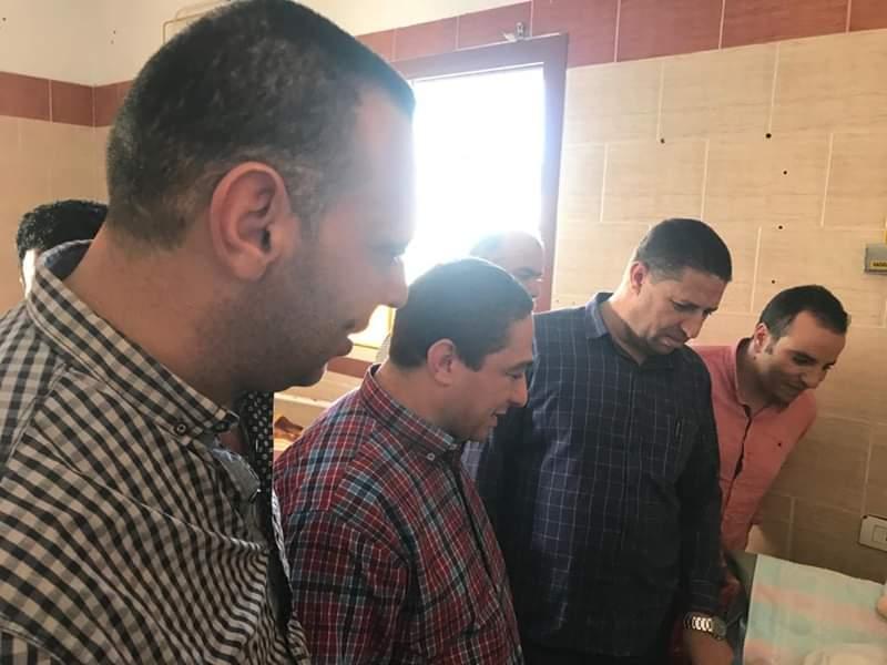 بالصور.. الفقي مدير إدارة المستشفيات بمديرية صحة البحيرة فى زيارة مفاجئة لمستشفى الدلنجات