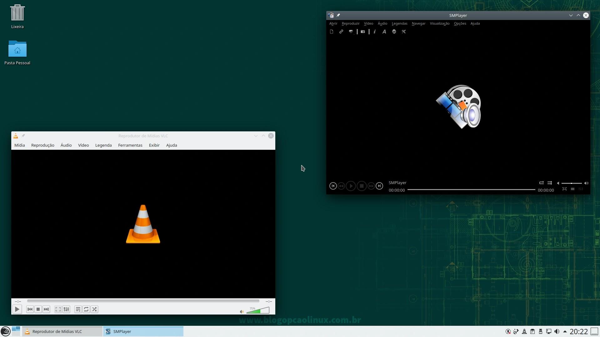 VLC Media Player e SMPlayer executando no openSUSE Leap 15.3