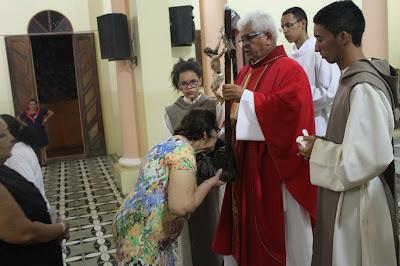 Resultado de imagem para fotos da celebração da adoração da cruz sao paulo do potengi
