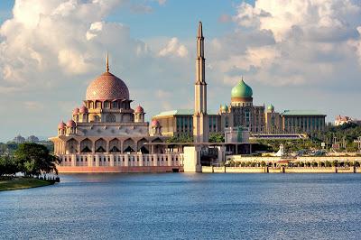 BERANJAK DARI PESONA  MASJID PUTRAJAYA, MALAYSIA
