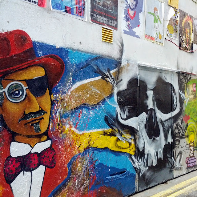One Day in Dublin City Itinerary: Street Art on Icon Walk in Temple Bar