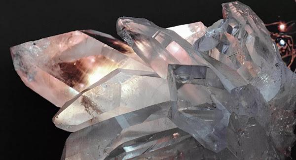 Un cristal qui défie les lois physiques découvert sur le site du premier test nucléaire