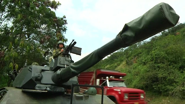 Sistemas de misiles antiaéreos, tanquetas y blindados: qué tipo de armas movilizó el régimen de Maduro a la frontera con Colombia y cuál es su poder