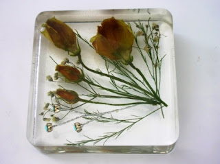 Paperweight for preserving wedding flowers