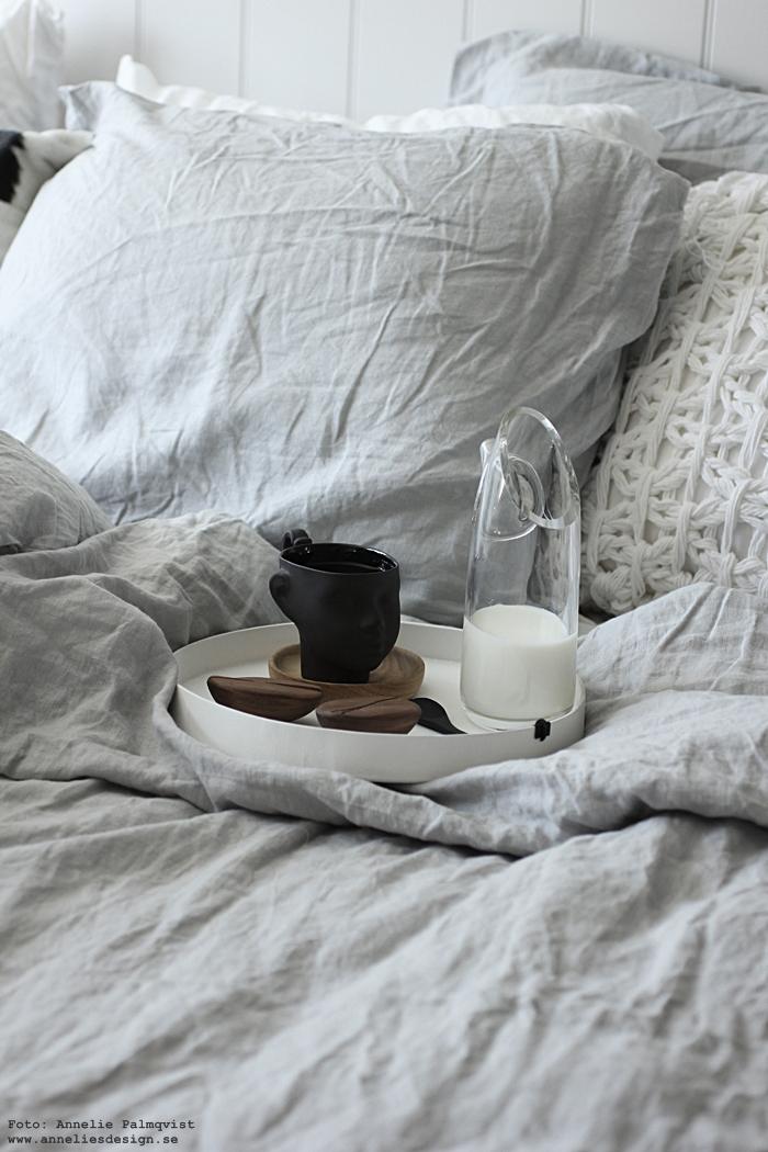 annelies design, kaffeböna, kaffebönor, arabica, mugg, ansikte, bricka, Oohh, By nord, linne, sovrum, sovrummet, säng, sängkläder, påslakan, inredning, fat, ek, glasunderlägg, inredning,