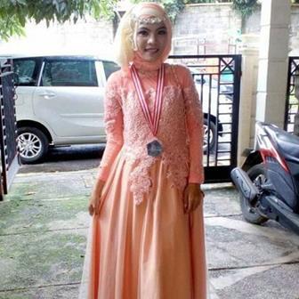 Kebaya Gamis Wisuda Mahasiswi Berjilbab