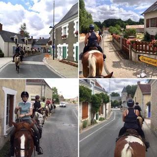 Ratsastusvaellusryhmä eri kaupungeissa Loiren laaksossa