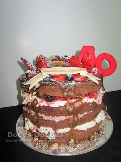 bolo chocolate e frutos vermelhos