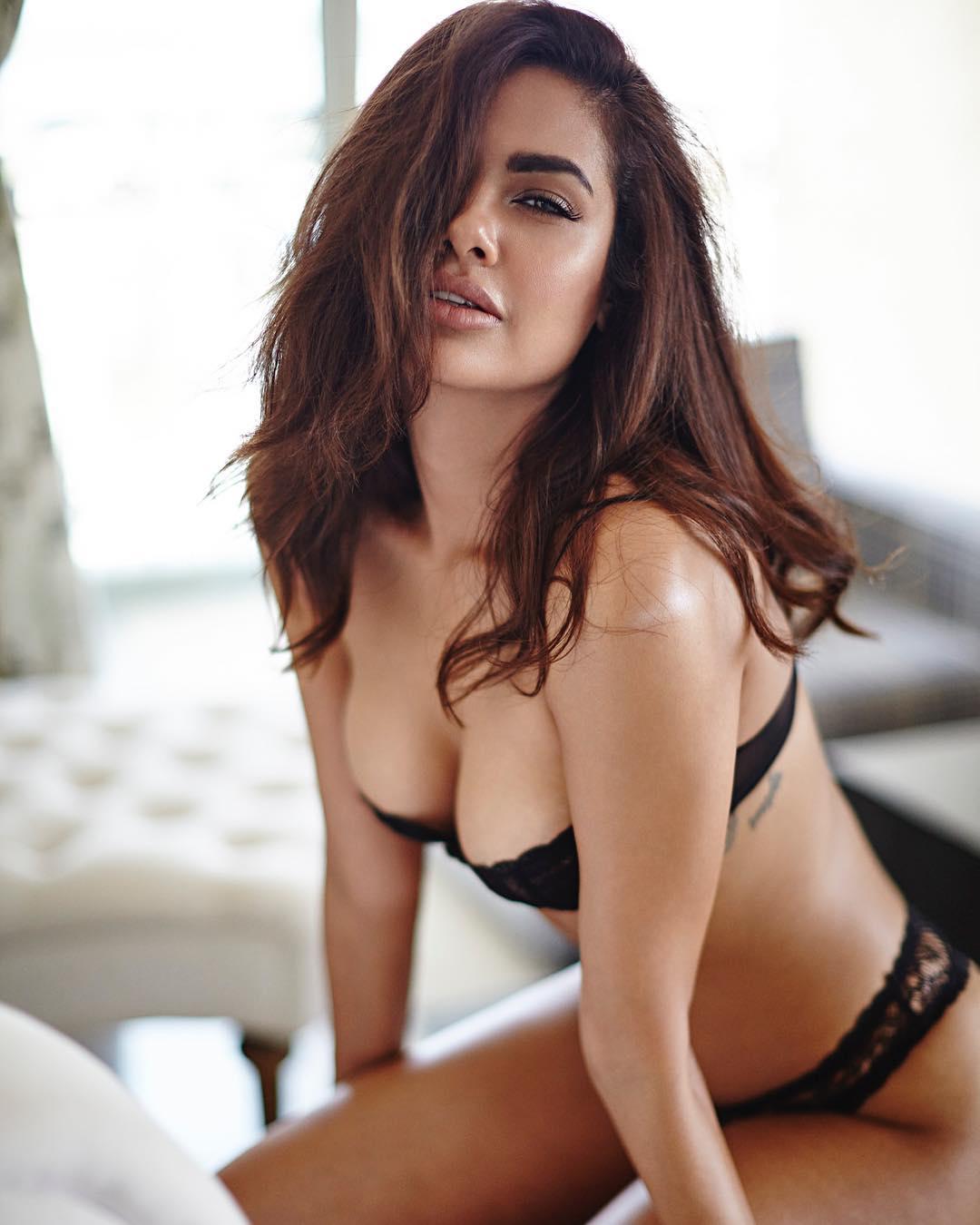 Esha Gupta Hot Pics - HD Actress Photo