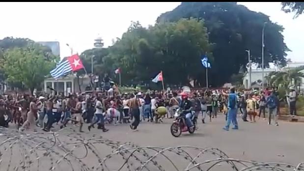 Kapolri Perintahkan Tindak Pengibar Bendera Bintang Kejora di Depan Istana Sesuai Hukum Yang Berlaku