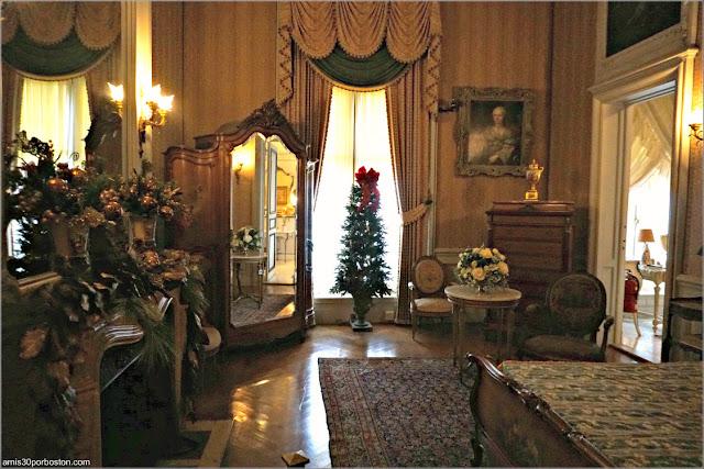 Dormitorio de Estilo Luis XV en la Mansión The Elms en Newport