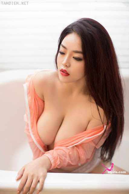 Hot girls Young big boobs girl with pervert eyes