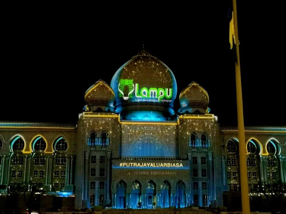lampu light and motion putrajaya 2019