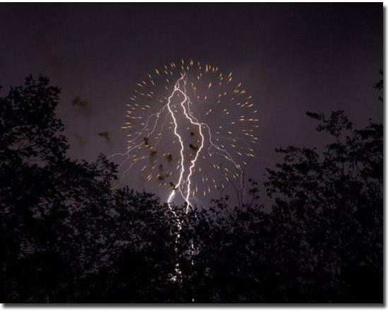 Cenas incríveis que só existiram por alguns segundos - Fogos de artifício e raio