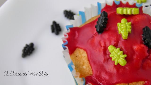 https://ascoisasdamaesofia.blogspot.com/2014/10/cupcakes-com-cobertura-de-sangue-de.html