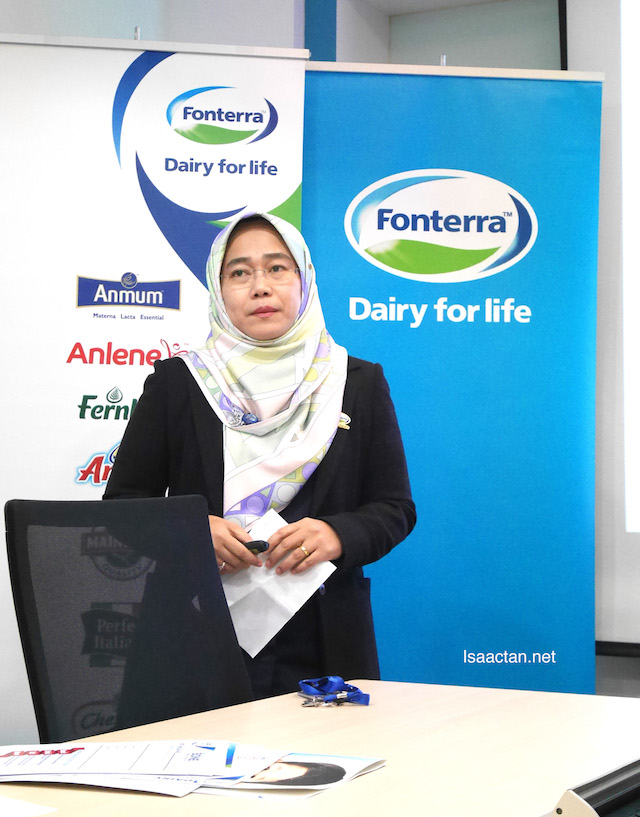 Puan Megawati Suzari (Director of New Product Development, Scientific & Regulatory Affairs, Fonterra Brands Malaysia) giving a presentation on the benefits of dairy in the prevention of osteoporosis