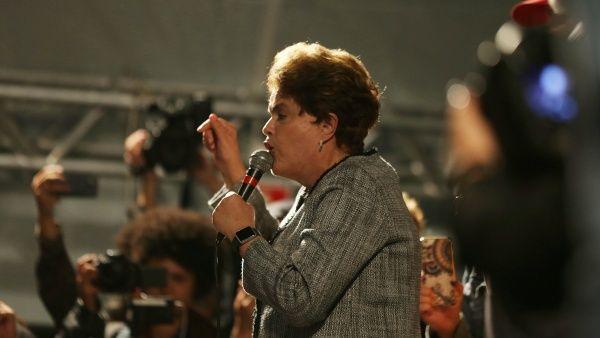 Rousseff pide a Corte Suprema que la restituya a la Presidencia