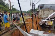 Hujan Deras Di Entikong, Jokowi Cerita Kejadian Longsor Hingga 7 Rumah Ambruk