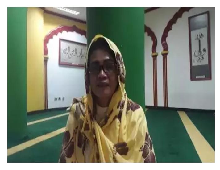 Perempuan Ini Masuk Islam Gara-gara Suka Naik ke Genteng