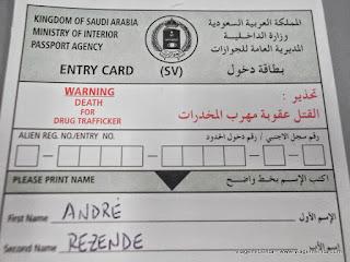 Relato da viagem com a Saudia Airlines, em um voo da Turquia à Índia, passando pela capital da Arábia Saudita, Riyad.