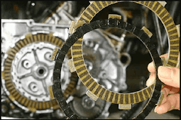 8 Ciri Ciri Kampas Kopling Motor Habis : Penyebab dan Cara Mengatasi