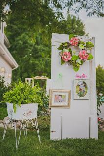 vintage door wedding decor