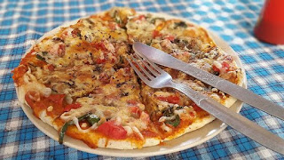 Make-pizzas-in-the-pan