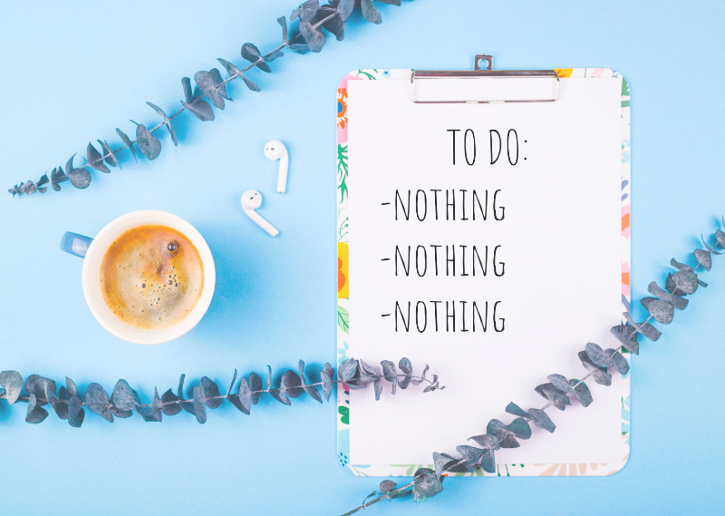"""A notepad with """"Do nothing"""" written on it in a post about five ways how not to feel guilty for having a lazy day."""