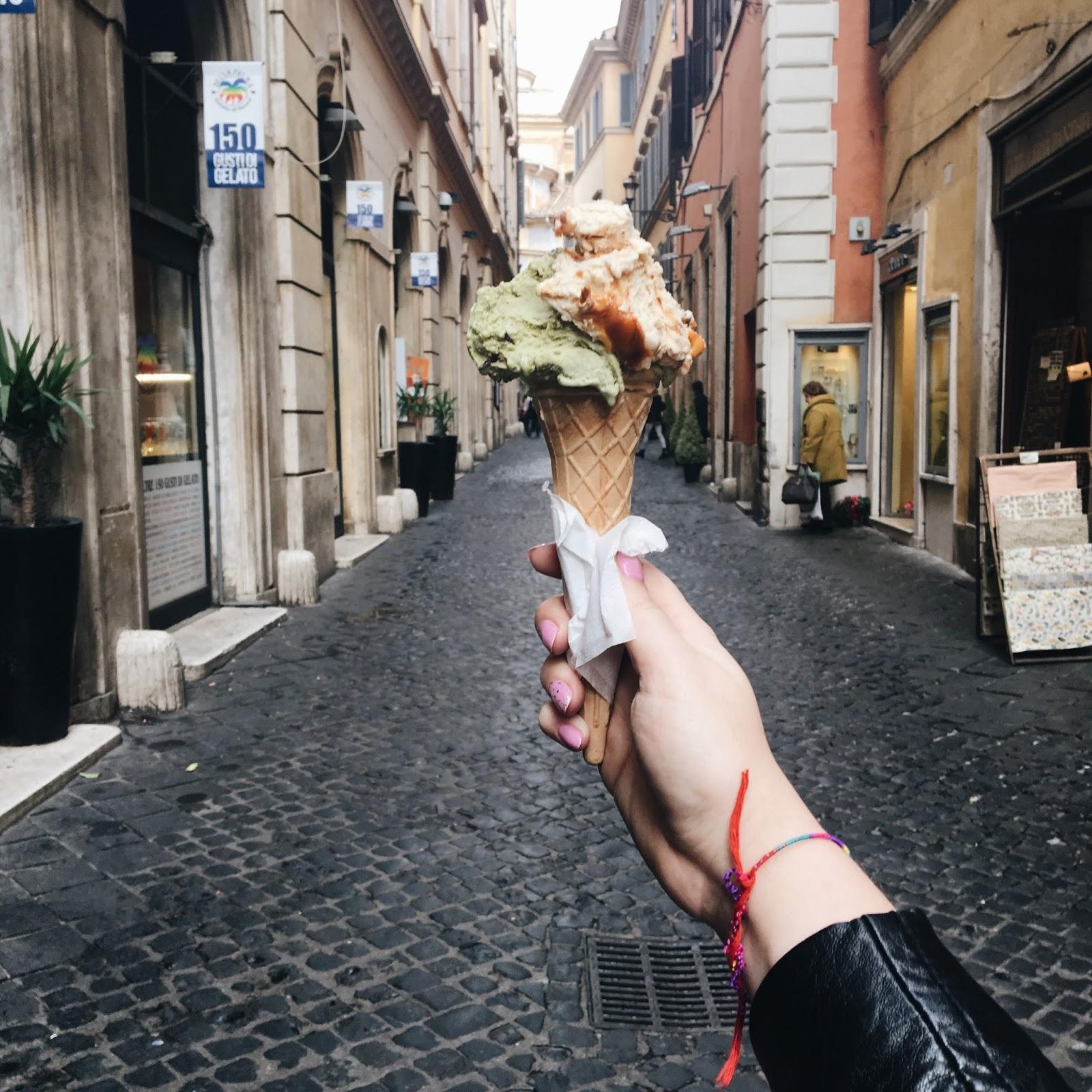 roma, rome, italija, kelionė į italiją, kelionė į romą, romos gidas, gelato, best gelato, pizza, italian pizza, itališka pica, giolotti, pizzeria da baffetto, vatican, vatikanas, trevi, trevi fontanas, koliziejus, colloseum, panteon, panteonas, roman, romėnų, gelato, geriausi gelato, kelionės įspūdžiai, kelionės, kelionė, juoda plunksna, juoda plunksna blog, lithuanian blogger, lithuanian beauty bloggers, lithuanian bloggers, best lithuanian bloggers, best bloggers, baltic bloggers, best baltic bloggers, baltic beauty bloggers, lifestyle blogger, lietuvos blogerės, lietuvos tinklaraštininkės, lietuvos grožio tinklaraštininkės, grožio tinklaraštis, grožio blogas, geriausios lietuvos blogerės, absentta, gabrielegz, vinilina, aurelija,
