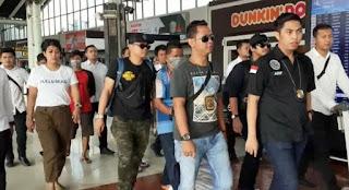 Tiba di Bandara Soetta, Tersangka Penyelundupan Sabu yang Ditangkap di Riau Tertunduk Lesu