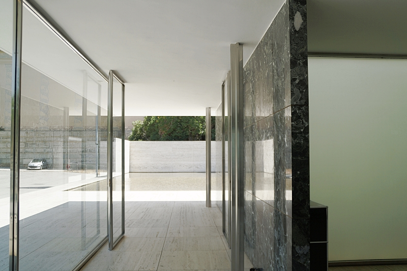 Barcelona-Pavillon von Ludwig Mies van der Rohe. 4 Tipps in Barcelona für Kunst- und Architekturliebhaber. Bauhausstil. Architektur, Kunst und Design in Barcelona. Tasteboykott Blog.