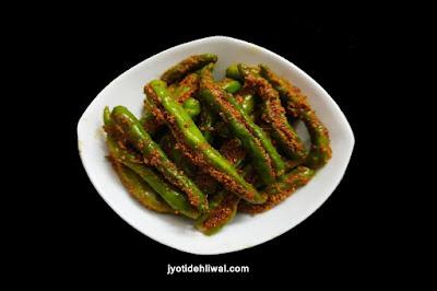 भरवां हरी मिर्च का अचार (Stuffed green Chilli Pickle)