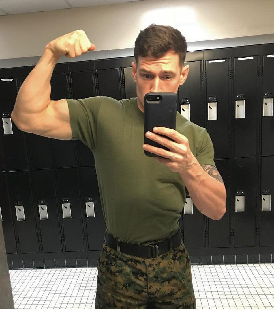 handsome-soldier-in-military-uniform-biceps-flexing