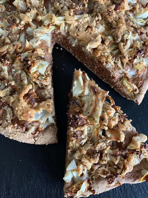 Pikanter Spitzkohl-Kuchen, Rezept, glutenfrei, vegan, schnell, einfach, Minimalismus, Backrezept, Herbstküche, Buchweizen, Sesam