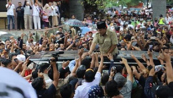 Diiringi Hujan Deras, Teriakan Prabowo Presiden Bergemuruh di Subang