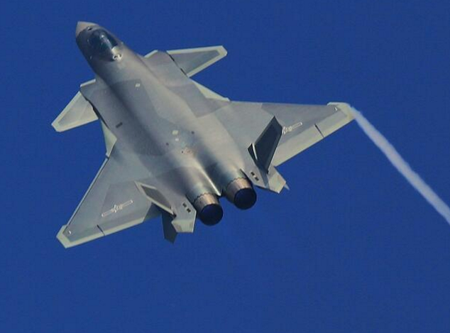 Photos of China J-20 stealth fighter with camouflage paint