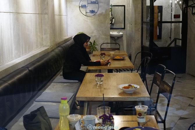 Suasana di meja pengunjung