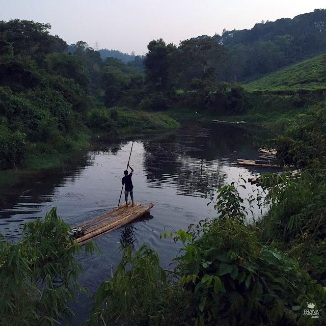 balsa en rio pozhuthana en wayanad India