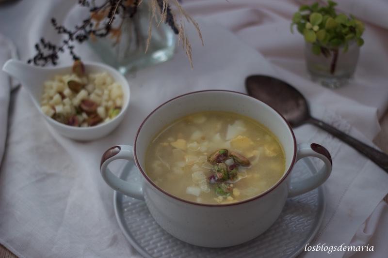 Sopa de Coliflores con huevo y pistachos en Crock Pot