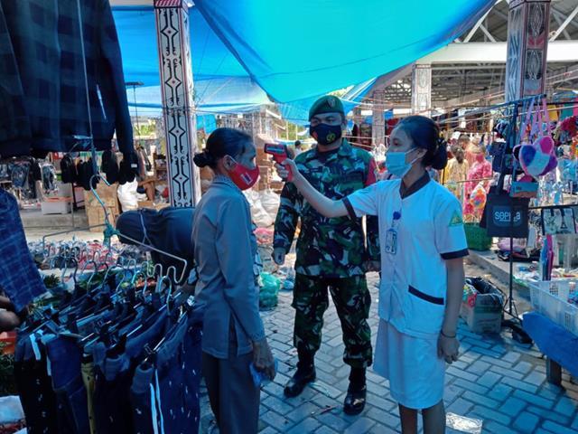 Bersama Dengan Dinas Terkait Personel Jajaran Kodim 0207/Simalungun Tegakkan Protkes Diwilayah Binaan