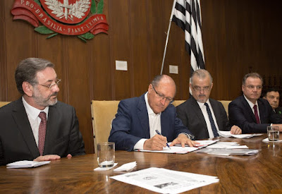 Governador Geraldo Alckmin regulariza propriedades no Vale do Ribeira