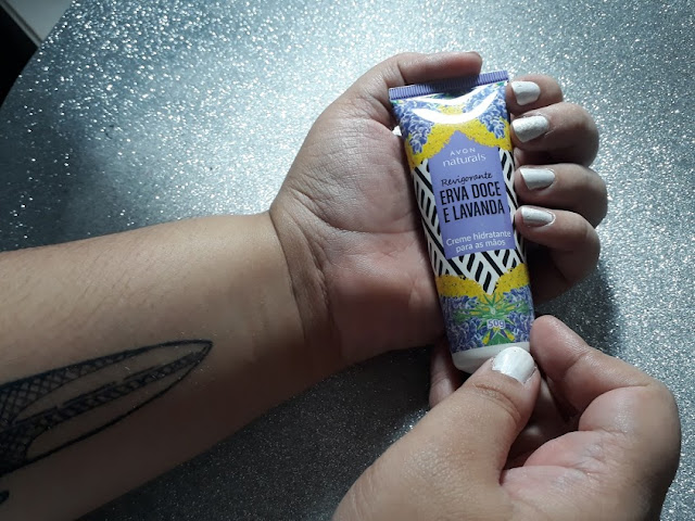 Lavanda e erva doce: creme para mãos Avon Naturals