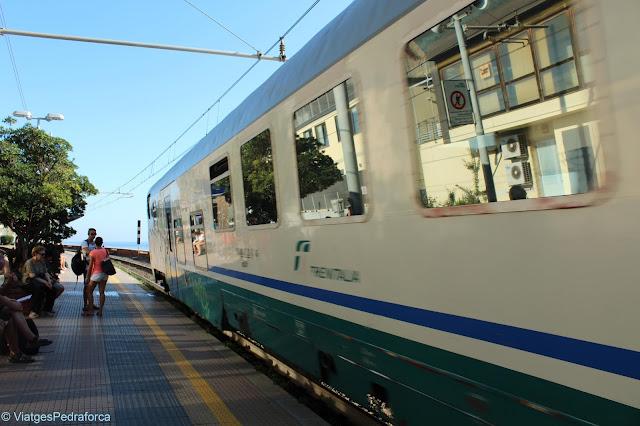 Cinque Terre, tren, stazione, Liguria, Italia