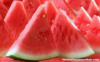 detox semangka, diet dengan buah semangka, manfaat buah semangka untuk diet, diet semangka 3 hari, cara diet dengan semangka, makan semangka untuk menurunkan berat badan, kandungan nutrisi semangka